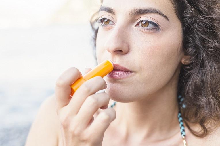 protect-lips-in-winter-healthlion.jpg